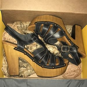 Black and brown scrappy Sbicca heels